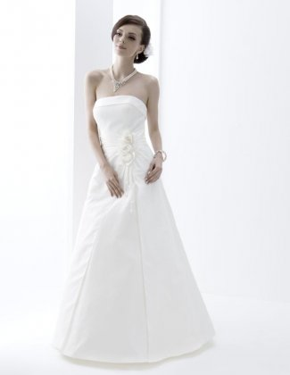 Wedding dress by Venus Barbara VN6776 front